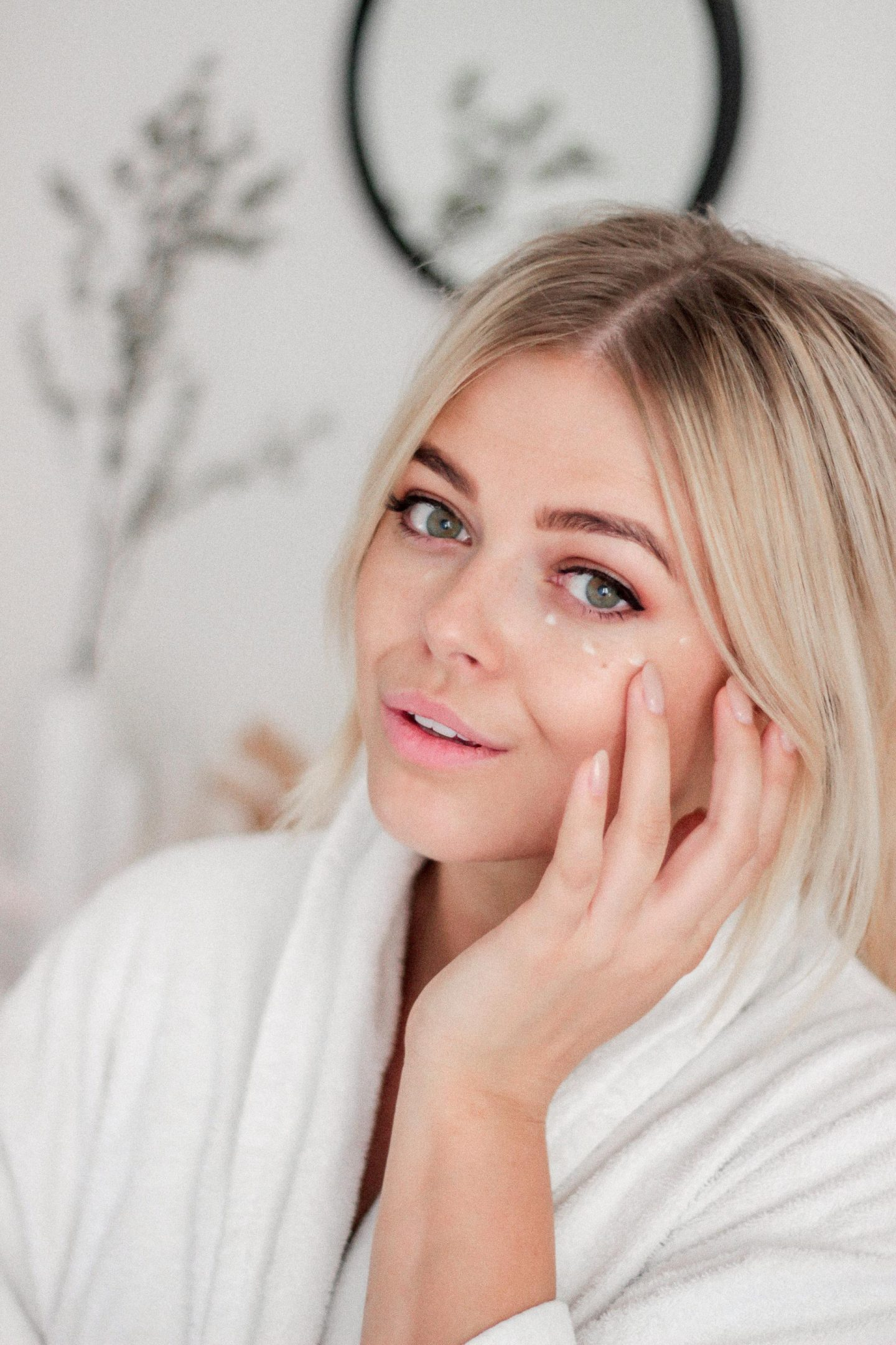 TIPS TO ADD TO YOUR BEAUTY ROUTINE WHEN YOU ARE OVER 25